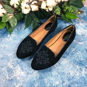NEW Clarks suede embroidered loafers.Sz 5
